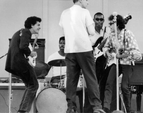 Mike Bloomfield and Bob Dylan with Jerome Arnold and Sam Lay at Newport
